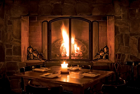 fireside-chats-dining-table