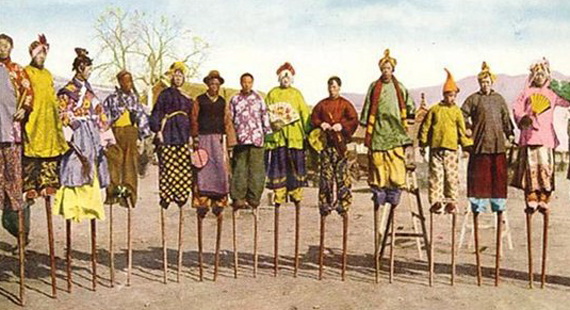 Chinese-Stilt-Walking